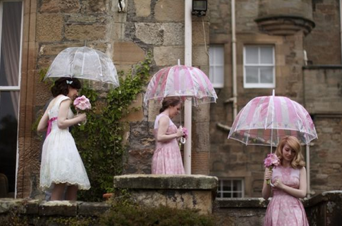Hunted wedding miscellany wedding umbrellas for Umbrella wedding photos