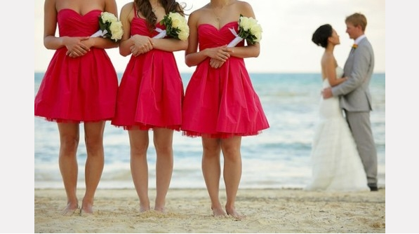 Hunted wedding inspiration coral and grey wedding for Coral bridesmaid dresses for beach wedding